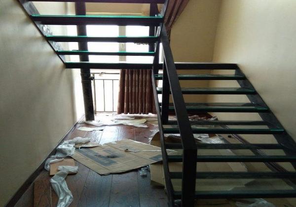 別墅中空鋼結構樓梯